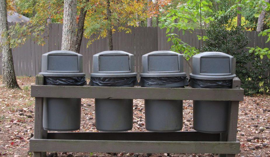 Séparer les déchets dans nos ménages.